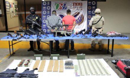Detienen y decomisan arsenal a dos integrantes del Cártel de Sinaloa