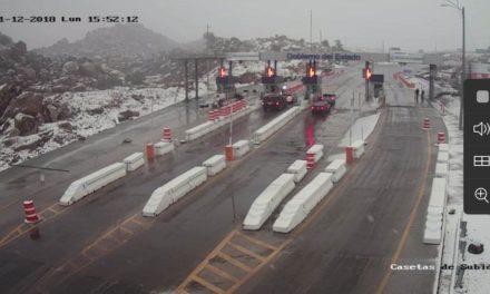 Cierran paso en tramo carretero de La Rumorosa por nevada