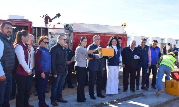 Colocan primera piedra para nueva estación de bomberos en Quintas del Rey