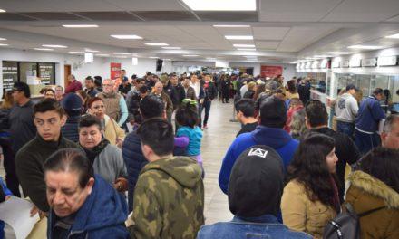 Abarrotan mexicalenses oficinas de Recaudación para realizar sus trámites