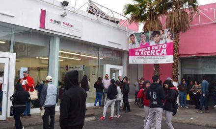 Aprovechan mexicalenses último día para realizar trámites electorales