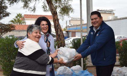 Entrega DIF Municipal despensas a 20 estancias de la localidad