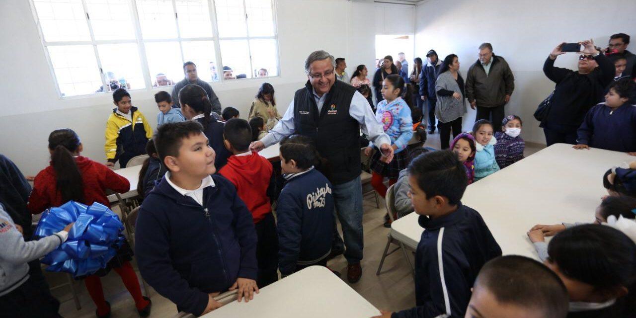 Entrega Alcalde desayunador escolar en primaria Ulises Irigoyen