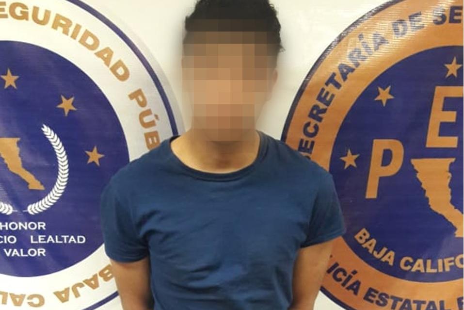 Arrestan a sujeto por agredir a su pareja e hijo en Villas del Rey