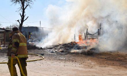 Incendio en colonia Hidalgo causa pérdida total de vivienda