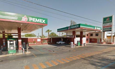 Frustran agentes municipales asalto en gasolinera, fallece un agresor