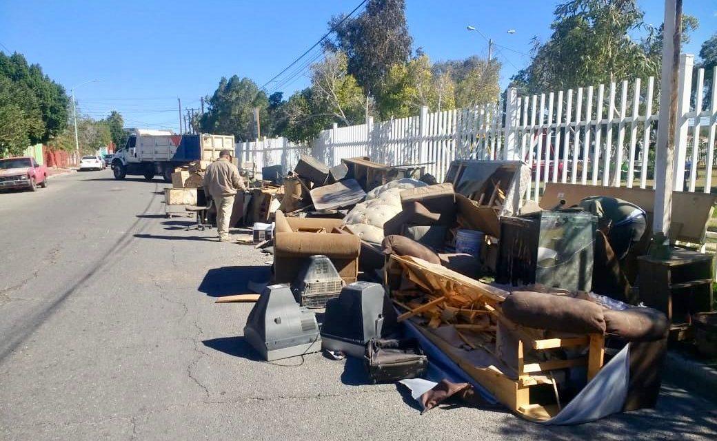 """Retiran 190 metros cúbicos de """"mueble viejo"""" en la colonia Santa María"""