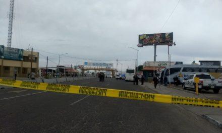 Matan a tiros a chofer de autobús en central camionera, uno más herido