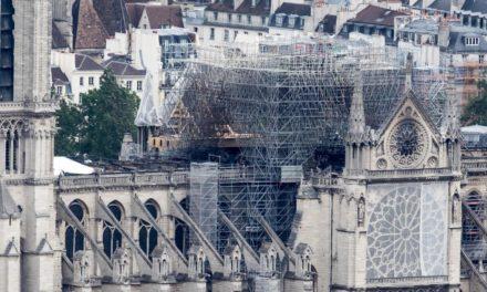 Encuentran colillas de cigarro en andamios incendiados de Notre Dame