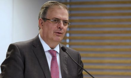 Ebrard presenta su renuncia