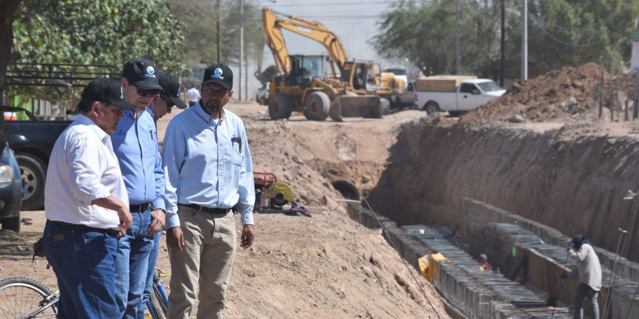 Avanza construcción de pluvial en Los Santorales