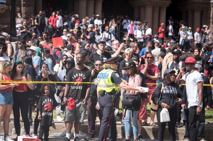 Pánico en Toronto tras balacera durante desfile de victoria de los Raptors
