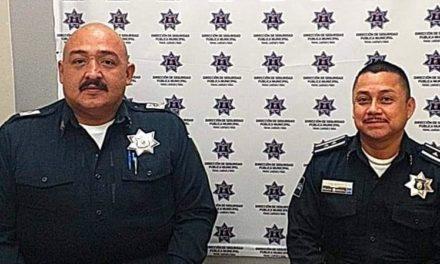 Policías municipales rescatan a dos personas en incendio