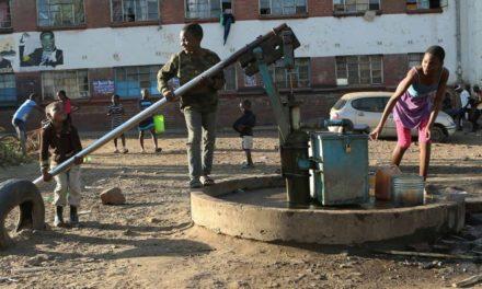 Peligran 5 millones de personas por hambruna en Zimbabue