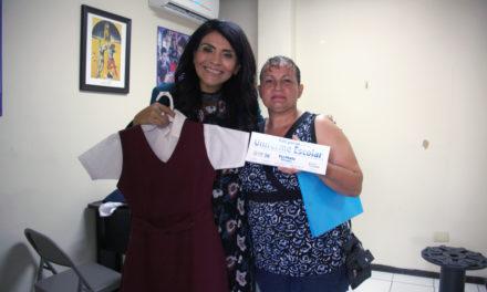 Apoya Dip. Eva María Vásquez a familias con entrega de uniformes
