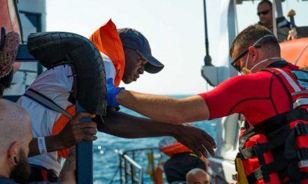 Aprueba Italia multar a ONG que rescaten a migrantes