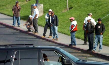 Mexicanos en EU ganan 5 veces más que empleados aquí