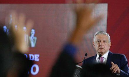 Móvil político en amparos contra Santa Lucía, dice AMLO