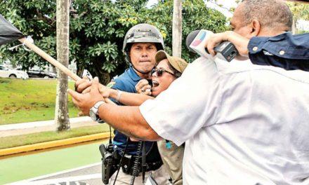 Se va gobernador de Puerto Rico, deja megadeuda