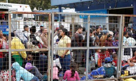 Ecuador impone visa a migrantes venezolanos