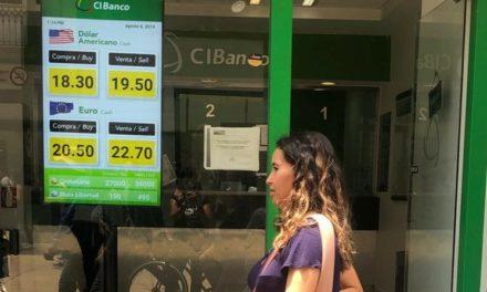BMV gana terreno; el peso pierde 5 centavos frente al dólar