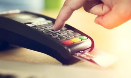 Reportan fallas en pagos con tarjetas bancarias