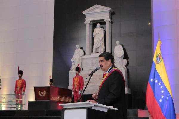 """Maduro suspende diálogo con oposición por """"apoyo"""" de Guaidó a bloqueo de EU"""