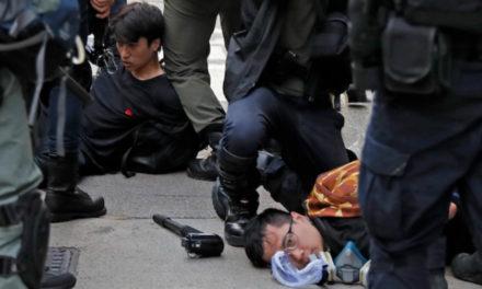 Protestas en Hong Kong dejan 13 hospitalizados; policía lanzó gas lacrimógeno a manifestantes