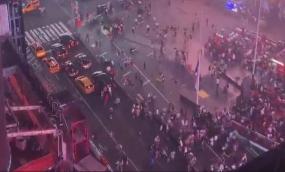 ¡Pánico! Falsa alarma de tiroteo provoca estampida en Times Square.
