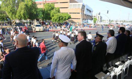 Encabeza Gobernador desfile conmemorativo del Día de la Independencia