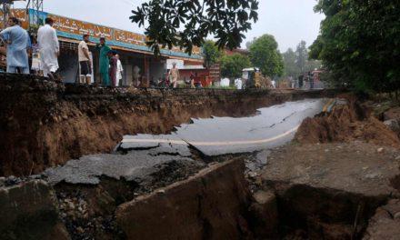 Suman 37 muertos por sismo en Pakistán