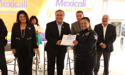 Reconocen por actos heroicos a policías municipales