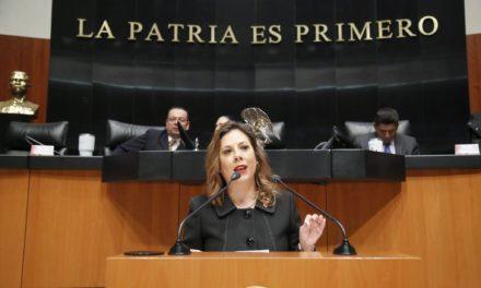Insta Gina Cruz a terminar con la inequidad educativa en México