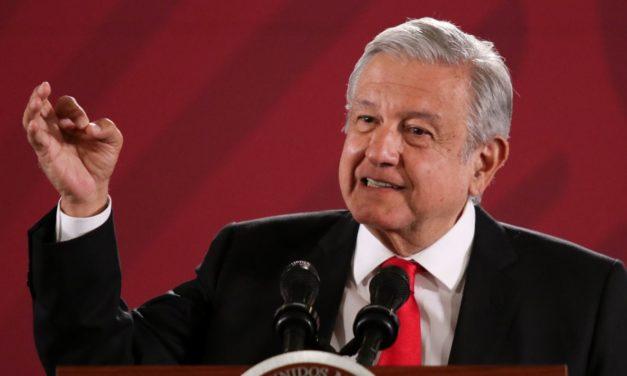 """Consulta para ampliar período de Bonilla """"me da pena"""": López Obrador"""