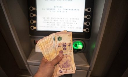 Bolsa argentina se desploma 10.2%