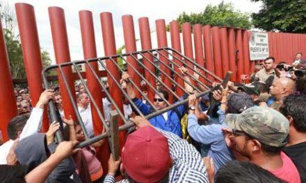 Levanta la CNTE plantón tras bloquear 8 horas San Lázaro
