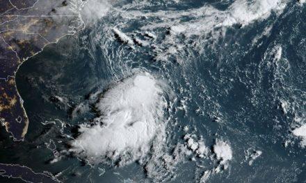 Huracán 'Dorian' reduce su potencia en camino a las Carolinas