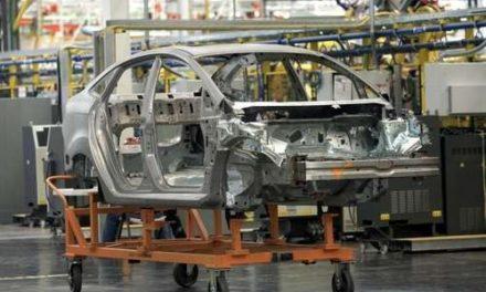 Industria automotriz se hunde en agosto