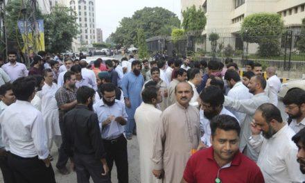 Sismo de 5.8 deja unos 22 muertos y más de 700 heridos en Pakistán