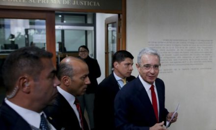 Investigarán en Colombia al ex presidente Uribe por fraude y soborno