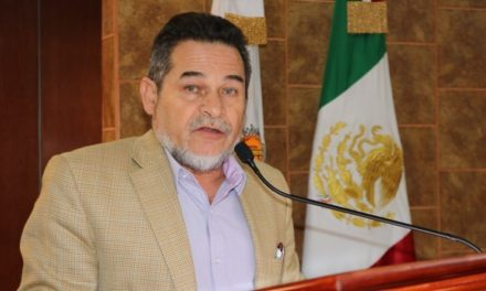 Otorgan licencia a Catalino Zavala, asumirá Secretaría de Educación