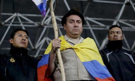Indígenas retienen a policías y periodistas en protestas de Ecuador