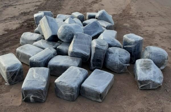 Aseguran droga en el Valle, traficantes logran escapar