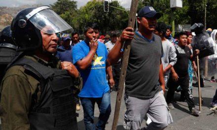 Afines a Evo Morales 'cercan' a líder opositor en aeropuerto