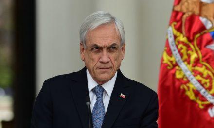 Sebastián Piñera, capitán de un barco que naufraga en Chile