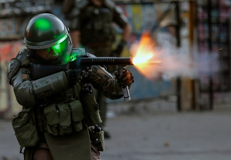 Piñera apuesta por la represión y polariza a Chile