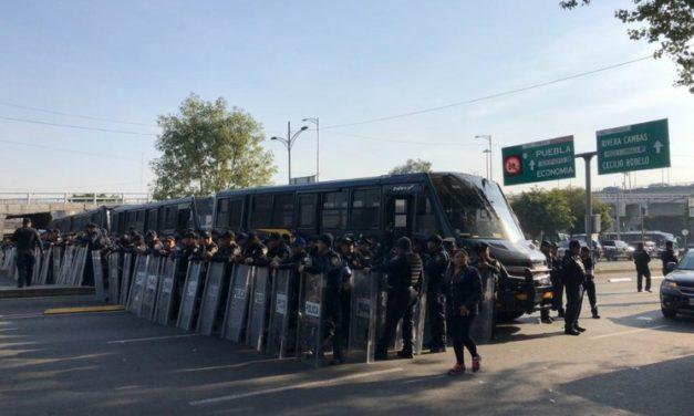 Policía cerca plantón de campesinos en San Lázaro