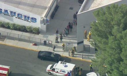 Reportan dos muertos tras balacera en preparatoria de Santa Clarita, California