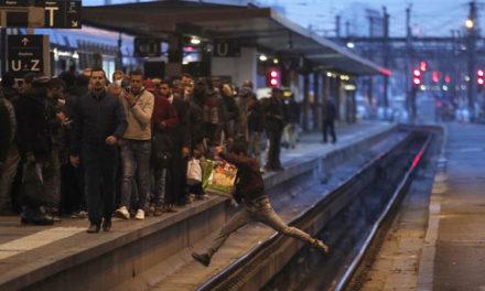 Ferrocarriles, educación y vuelos afectados por huelga nacional en Francia