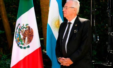 Suspenden a embajador de México en Argentina por robo de libro